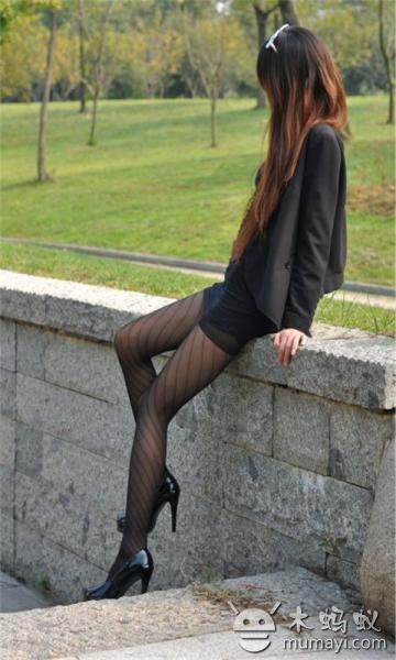 公园性感长腿黑丝模特壁纸v1