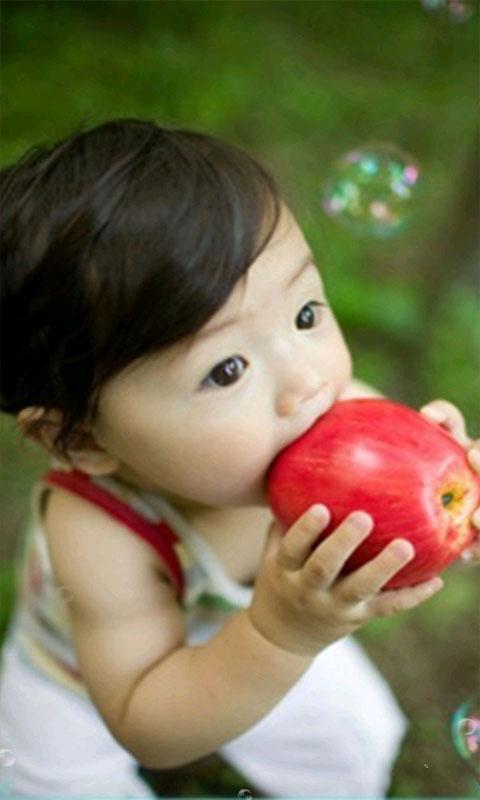 小可爱啃苹果主题动态壁纸手机版截图